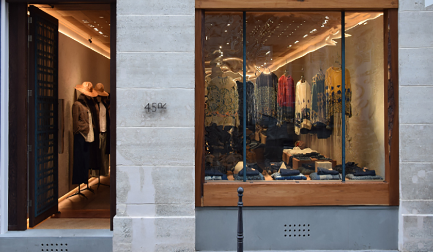 "The 45R shop of ""Paris Saint-Honoré"" relocated and opened."